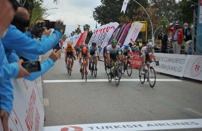 Cumhurbaşkanlığı Türkiye Bisiklet Turu'nda Mark Cavendish üst üste 3. etabını kazandı