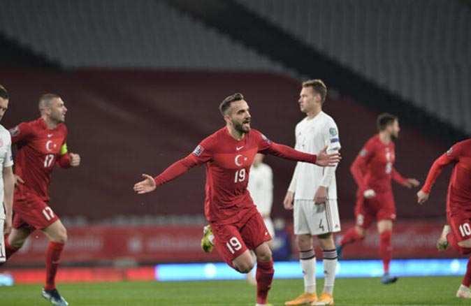 Milli futbolcu Kenan Karaman koronavirüse yakalandı