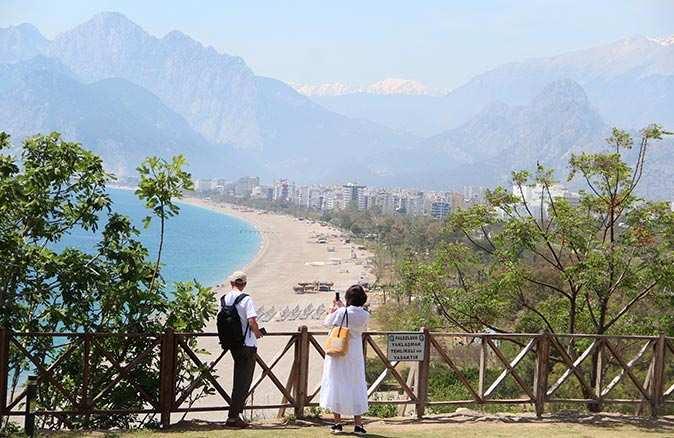 Antalya sessizliğe büründü! Sahiller turistlere kaldı