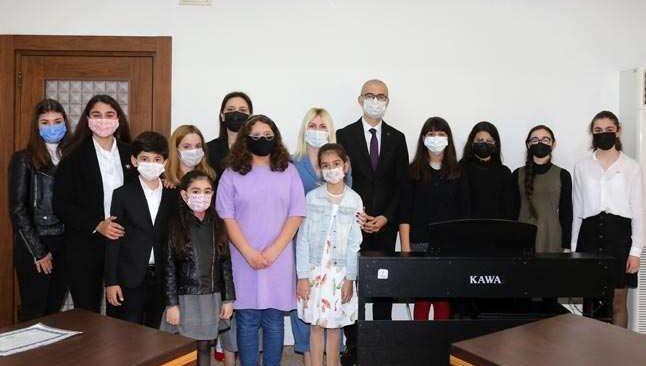 Rektör Özlenen Özkan ödüllü konservatuvar öğrencilerini ağırladı