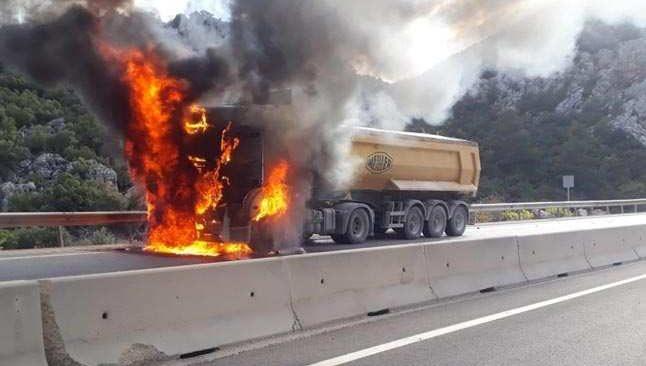 Korkuteli- Antalya Karayolu'nda korkutan yangın!