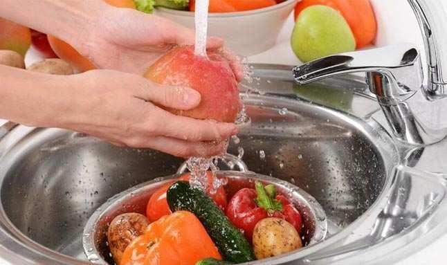 Uzmanından önemli uyarı: Meyve ve sebzeyi karbonatlı su ile yıkayın
