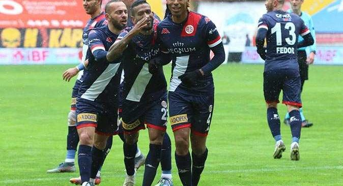 Naldo ilk attığı golle Antalyaspor'a 3 puan getirdi