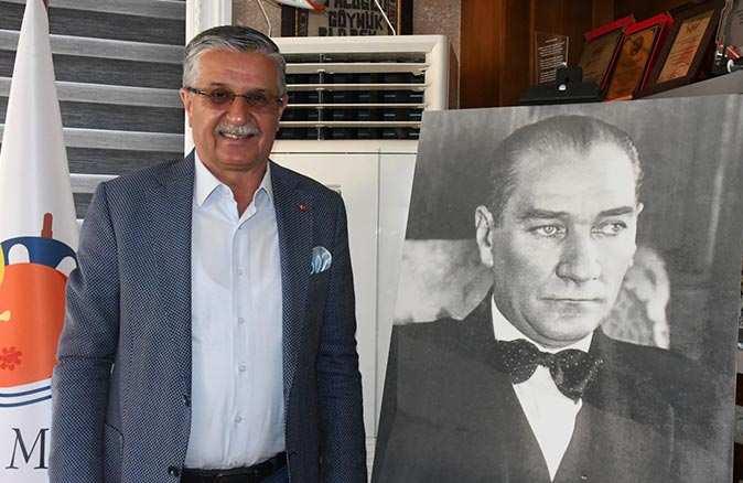 Başkan Necati Topaloğlu'ndan 23 Nisan mesajı