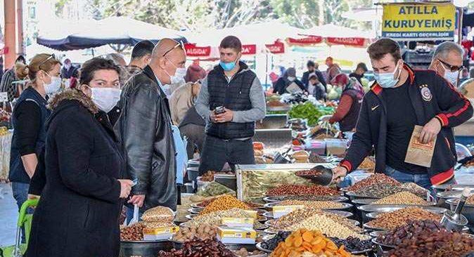 Antalya'da semt pazarlarında Ramazan kalabalığı
