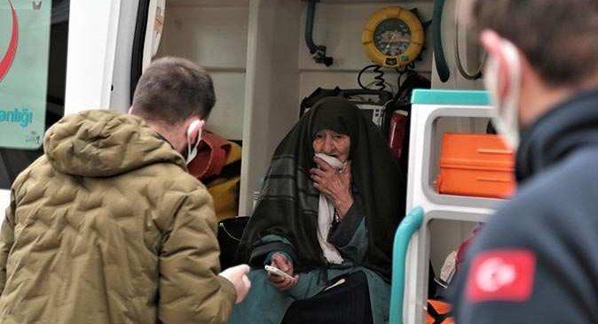 Koronavirüs testi pozitif çıkan 92 yaşındaki kadın evden atıldı