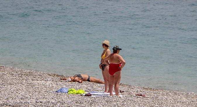 Antalya'da polis denetimleri sıklaştırdı, sahil bomboş kaldı