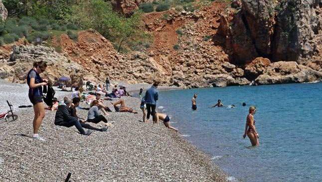Antalya'da güneşi gören sahile koştu