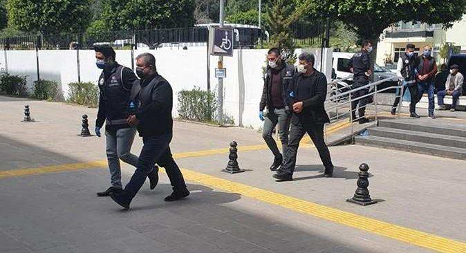 Antalya'da durdurulan araçta ele geçirildi! Tam 440 adet