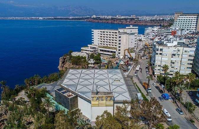 Divan Talya Otel'in yıkımına başlandı