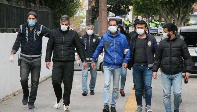 Antalya'da dolandırdılar İzmir'de yakalandılar