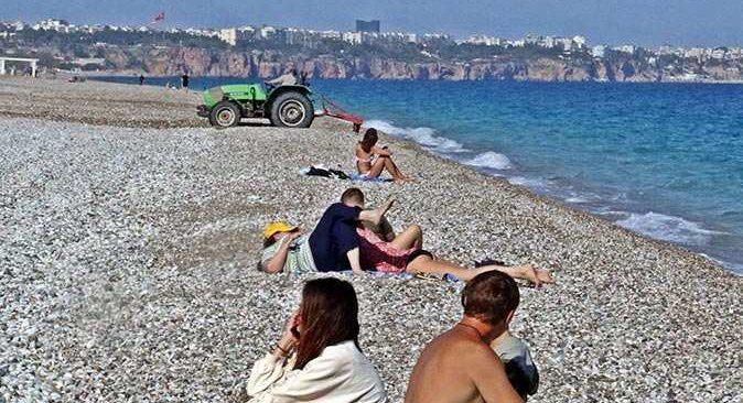 Dünyaca ünlü Konyaaltı Sahili'nde şaşkınlık yaratan görüntü!