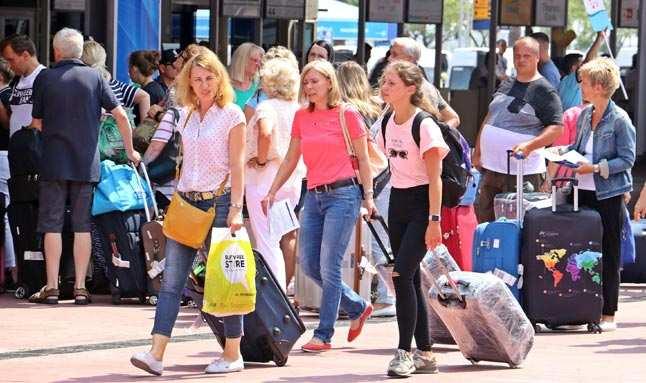 Rus turistler Türkiye hayalinden vazgeçmiyor...