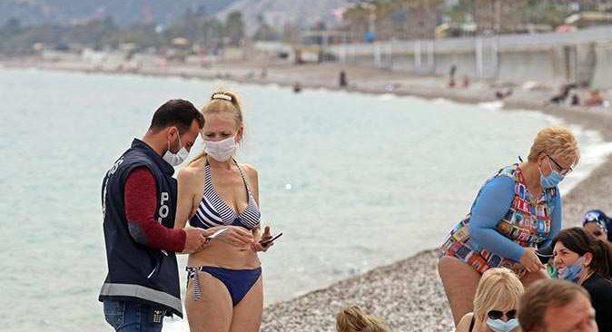 Antalya'nın dünyaca ünlü sahilinde pasaport denetimi yapıldı