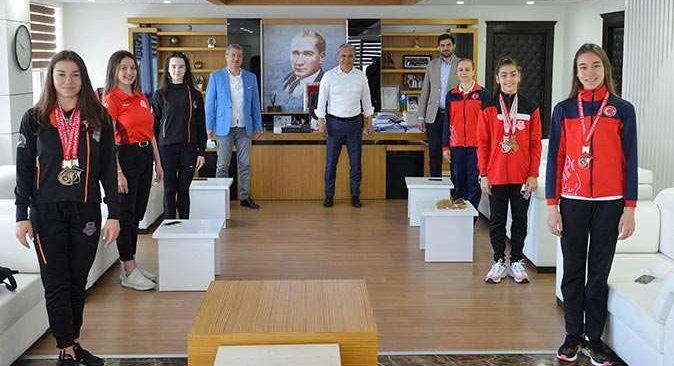 Şampiyon sporculardan Başkan Ümit Uysal'a ziyaret