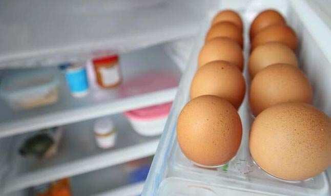 En sık yapılan hata! Sakın yumurtaları buzdolabına asla böyle koymayın! Ölüme bile götürebilir