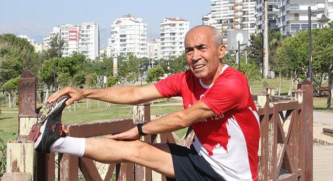 'Demir Adam' lakaplı Ali Bıdı koronavirüse sporla meydan okuyor