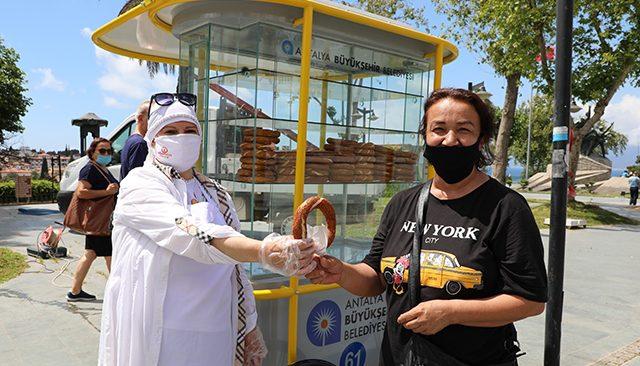 Antalya'da simit tezgahları esnafa teslim edilmeye başlandı
