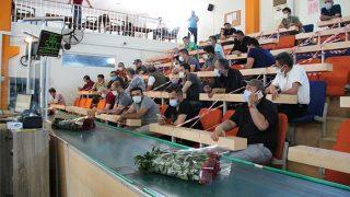 Anneler Günü öncesi Antalya'daki çiçek mezatında hareketlilik yaşandı