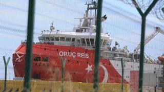Oruç Reis gemisi ikmal için Antalya Limanı'na yanaştı