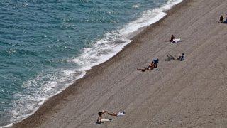 Antalya'da güneşli ve sıcak havanın tadını turistler çıkardı