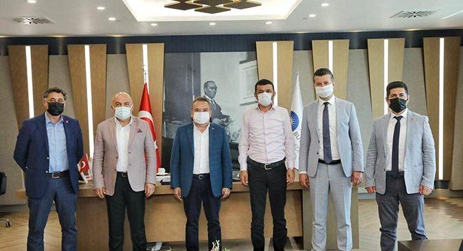Başkan Muhittin Böcek CHP'nin il başkanlarını ağırladı
