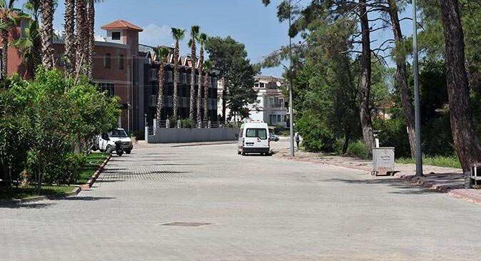 Kemer Belediyesi yıllardır yapılamayan yolları yapıyor