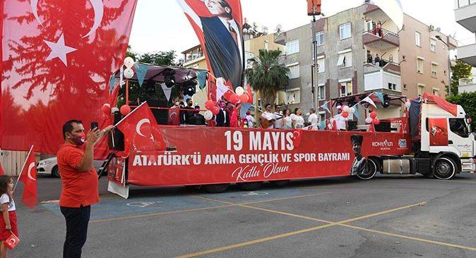 Konyaaltı'nda 19.19'da İstiklal Marşı coşkusu