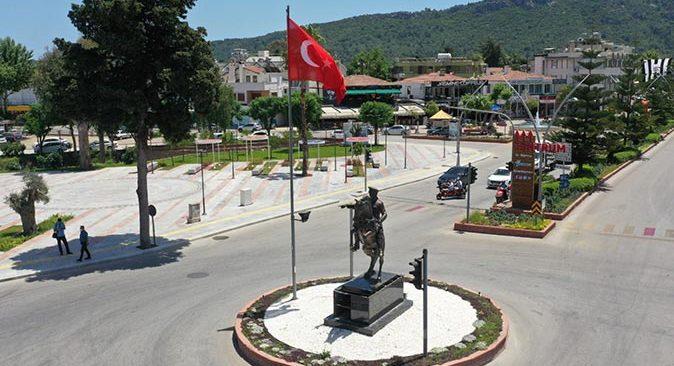 Kemer'de Pegasus heykeli yerine Atatürk heykeli