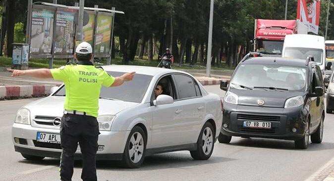 Antalya'da polis göz açtırmadı! Araçlar tek tek durduruldu