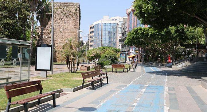 Antalya bayramın ilk günü sessizliğe büründü
