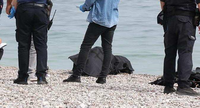 Dünyaca ünlü Konyaaltı Sahili'nde denizde erkek cesedi bulundu
