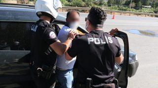 Antalya'da oğluna ve kızına ceza yazılınca ortalığı birbirine kattı