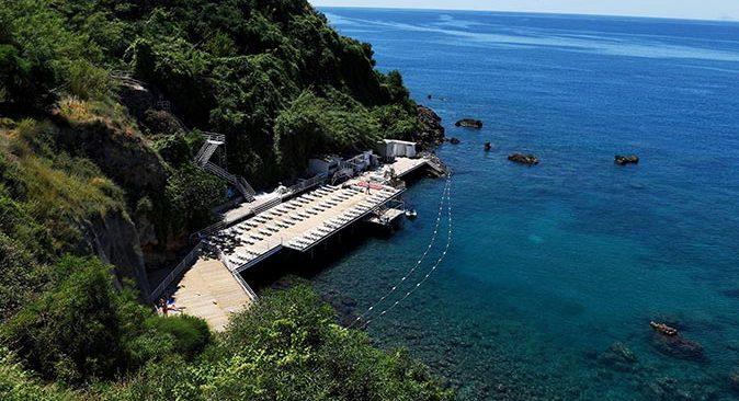 Muratpaşa Belediyesi'nin falez plajlarında yeni sezon hazırlıkları tamamlandı