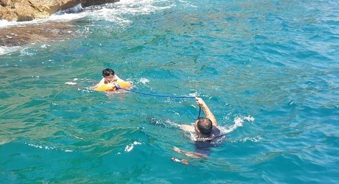 Antalya falezlerde metrelerce yükseklikten denize düştü! İmdadına deniz polisi yetişti