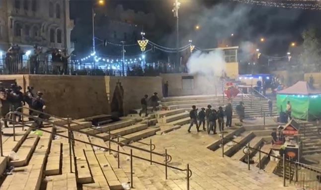 İsrail hain saldırılarına devam ediyor! Filistinlilere ses bombaları attılar
