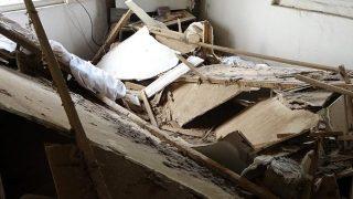 Antalya'da gecekondu evin tavanı çöktü! Anne faciayı önledi