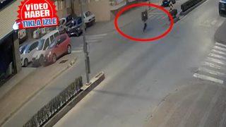 Antalya'da çaldığı televizyonu omuzlayarak kaçtı! O anlar saniye saniye kaydedildi