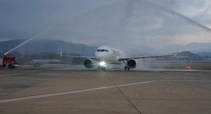 Ukrayna'dan Gazipaşa'ya ilk charter seferiyle 168 yolcu geldi