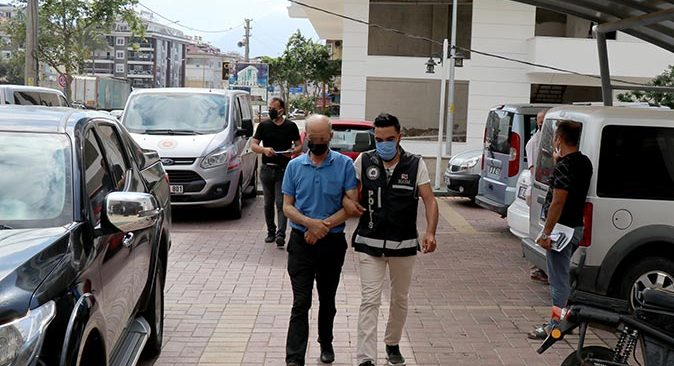 Antalya'da polis operasyon düzenledi! 130 bin 800 adet ele geçirildi