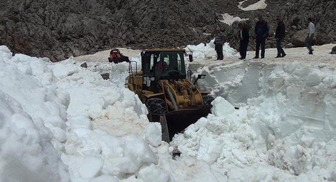 Antalya mayıs ayında karla mücadele ediyor!