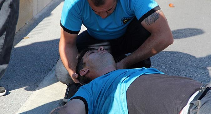 Antalya'da feci kazada yaralandı! İlk müdahaleyi iş arkadaşları yaptı