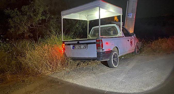 Manavgat'ta ticari araç elektrik direğine çarptı! Sürücü yaralandı