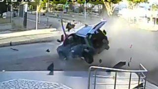 Antalya'da iki otomobil birbirine girdi: Yaralılar var