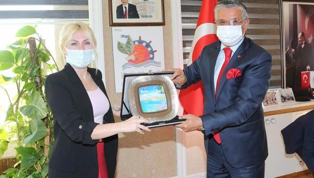 Rektör Özlenen Özkan, Kemer, Demre, Finike ve Kumluca ilçelerini ziyaret etti