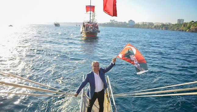 Antalya'da denizde ve karada İstiklal Marşı okundu