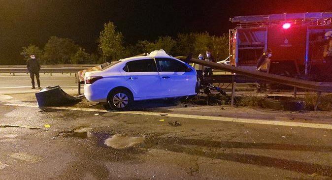 Otomobil bariyerlere saplandı! Sürücü hayatını kaybetti