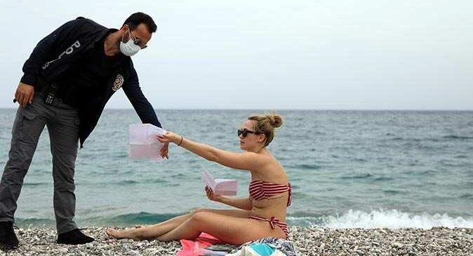 Antalya'da sokağa çıkma yasağında sahil turistlere kaldı