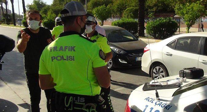 Kırmızı ışık ihlali yapan karı koca polise beddua etti!