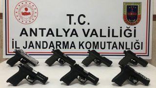 Jandarma silah kaçakçılarını suçüstü yakaladı